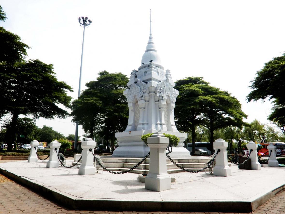 بنای یادبود نیروی نظامی در بانکوک تایلند