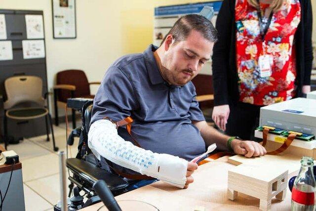 بازگشت توانایی حرکت و لامسه دست پس از آسیب نخاعی