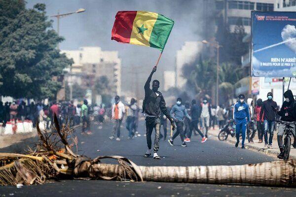خبرنگاران رهبر مخالفان دولت سنگال بر ادامه تظاهرات خیابانی تاکید نمود
