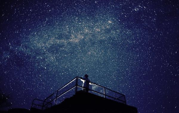 کشف یک کمان بزرگ کهکشانی فرضیه های کیهان شناسی را به چالش کشیده است